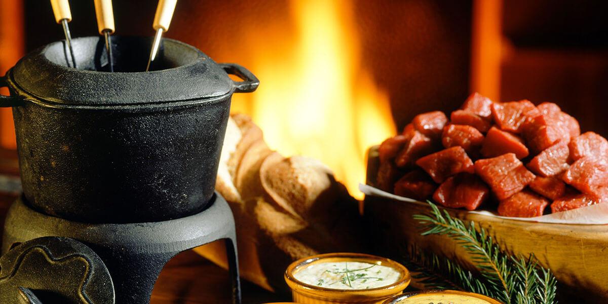 fondue bourguignonne au coin d'un feu