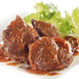 plat cuisiné de joue de boeuf en sauce.