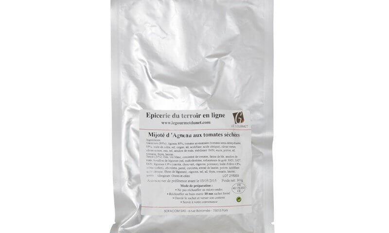 Sachet sous vide en aluminum contenant un plat cuisiné avec des produits de bonne qualité.